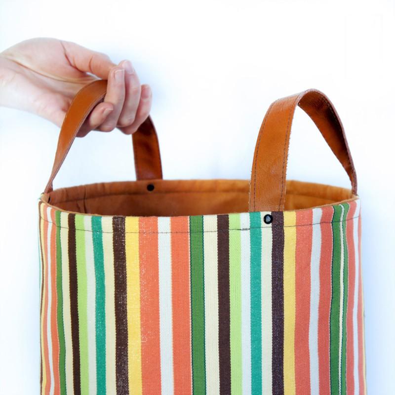 textilní koš Rezavé pruhy